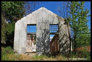 41-Um dos edíficios exteriores em ruínas (CD)